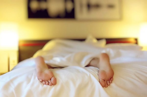 ベッドで睡眠中